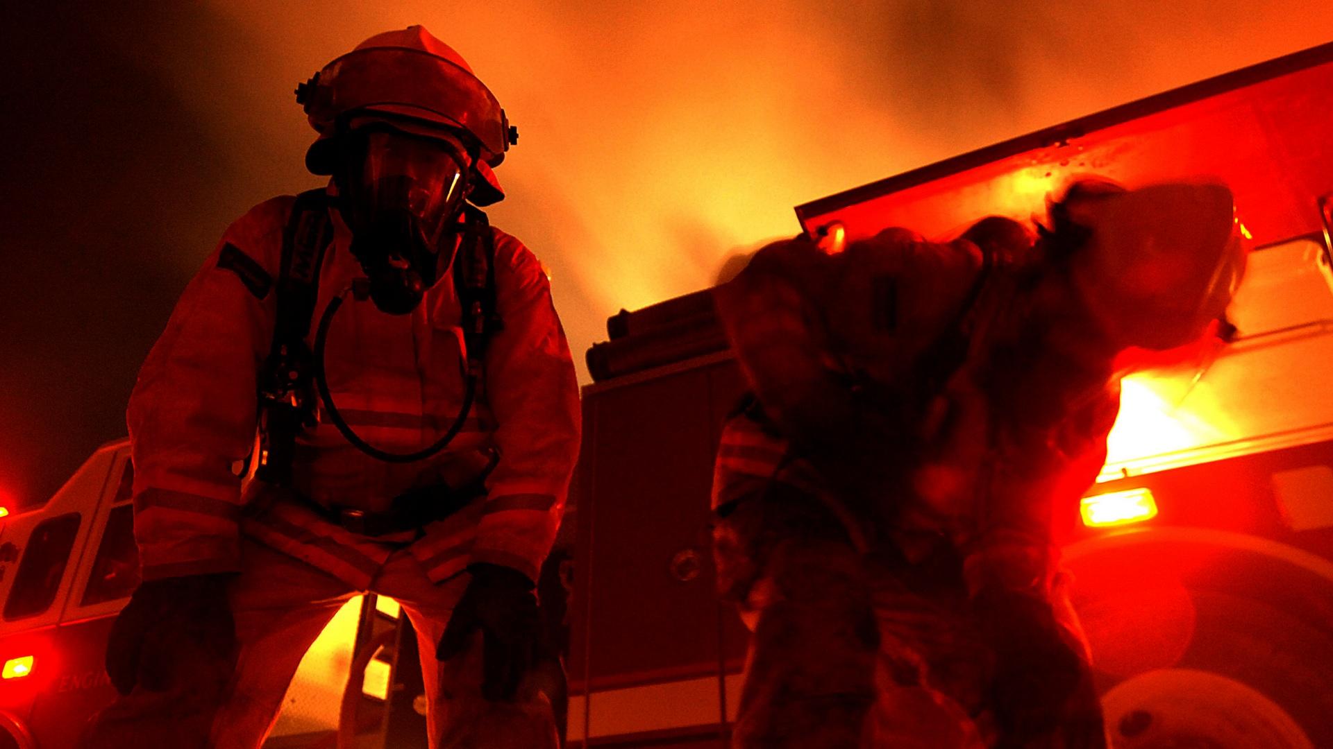 Wikipedia - Hasiči, požár - ilustrační foto